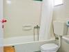 creta-maistrali-apartments-camera-dubla-baie-cada-toaleta