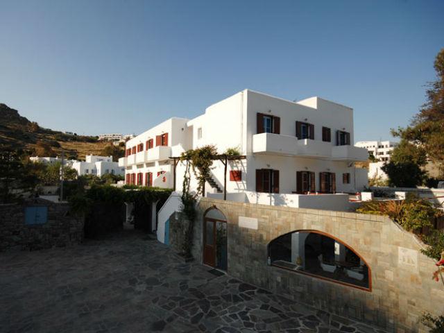 Mikonos-hotel-psarou-beach-2-S