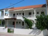 Vila Nikos, Polihrono