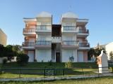 Vila Neli, Polihrono