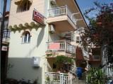Vila Kiriakis, Sarti