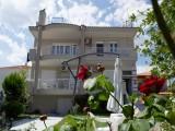 Vila Niki, Stavros