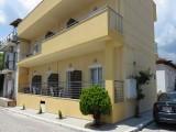 Kuća Janis, Sarti