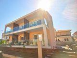 Kuća Sunshine, Sarti